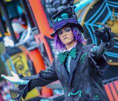 aohaさんはInstagramを利用しています:「◎ 作業用のBGMとしてここ最近すぷぶぶぶ聞いてるんだけど、おかげでハロウィン気分が抜けないのできっと今日は10月113日🎃  への字のお口が可愛いね〜〜!!!  #スプーキーbooパレードダンサー」 Eiko Ishioka, Theme Park Outfits, Bgm, Disney Cast, Disney Shows, Resin Crafts, Magical Girl, Alice In Wonderland, Musicals