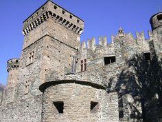 Fenis1 - Castello di Fénis - Wikipedia