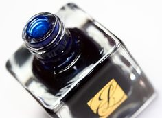 Estee Lauder Blue Dahlia Pure Color Nail Lacquer: Makeup and Beauty Blog: Makeup Reviews, Beauty Tips and Drugstore Beauty Finds