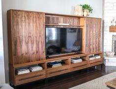 How to build a DIY TV media console unit entertainment center Corner Cabinet Living Room, Living Room Display Cabinet, Corner Tv Cabinets, Living Room Cabinets, Corner Curio, Corner Bar, Display Cabinets, Diy Tv, Modern Minimalist Living Room