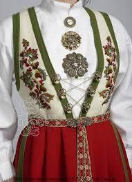 Bilderesultat for vest telemark bunad hvit Norwegian Clothing, Norwegian People, Scandinavian Embroidery, Finger Weaving, Norwegian Style, Rare Clothing, Costumes Around The World, Frozen Costume, Folk Costume