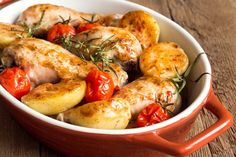 Enjoy a stew with a Korean flavor! This tender chicken recipe has perfectly seasoned potatoes and juicy cherry tomatoes to compliment this delicious dish. Italian Recipes, New Recipes, Cooking Recipes, Healthy Recipes, Korean Recipes, Chinese Recipes, Favorite Recipes, Tasty Dishes, Food Dishes