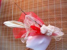 Tocado rojo marfil Red Fascinator, Ivory, Fascinators