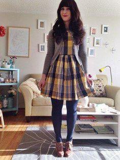 Vestido, meias e botas. Combinação perfeita!