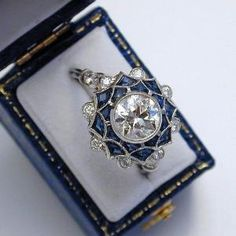 Vintage Rings Art Deco anillo de diamantes y zafiro. Vintage Sapphire Engagement ring Vintage Victorian ring made in yellow gold and centered with an Wedding Rings Vintage, Antique Engagement Rings, Diamond Engagement Rings, Wedding Jewelry, Wedding Bands, Solitaire Diamond, Sapphire Diamond, Solitaire Engagement, Indian Engagement