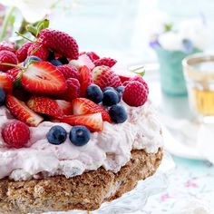 """Summer cake⏐ It is not surprising that this dessert bears the name """"Baiser"""" . Summer Cakes, Blondies, Sweet Tooth, Cheesecake, Deserts, Cupcakes, Snacks, Baking, Food"""