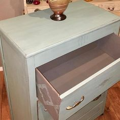 Vintage duck egg, Mason Dixon gray and Best Dang Wax in Black! Wendy stenciled the sides of the drawers and did a jaw dropping free-handed design on the front. Love this! #🎨 #bestpaintonplanetearth #dixiebelle #chalkpaintedfurniture #dixiebellepaint #recycledfurniture #dixiebelleproducts    #Regram via @dixiebellepaint)