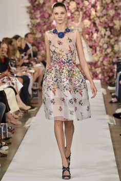 http://www.vogue.de/fashion-shows/kollektionen/fruehjahr-2015/new-york/oscar-de-la-renta/runway/00370h