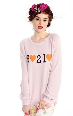 Wildfox Beverly Hills Tourist Baggy Beach Raglan - Frendz & Co. Skinny Dippers, Beach Sweater, Beverly Hills 90210, Vintage Shirts, Graphic Sweatshirt, T Shirt, Wildfox, Cute Outfits, Sweatshirts