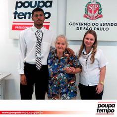 Aos 102 anos de idade, Violanda Bariani foi ao Poupatempo Presidente Prudente tirar a 2ª via do RG para renovar seu cadastro no banco. Presidents, Couple Photos, Couples, Senior Living, Bench Seat, Couple Shots, Couple Photography, Couple, Couple Pictures