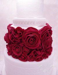 Passo a Passo: Red passion cake Wedding Cake Roses, Wedding Cakes With Cupcakes, Cake Decorating Techniques, Cake Decorating Tutorials, Gorgeous Cakes, Amazing Cakes, Fondant Cakes, Cupcake Cakes, 13 Birthday Cake
