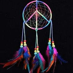 Gorgeous dream catcher supporting Peace, Gay Pride and Rainbows! Beautiful Dream Catchers, Large Dream Catcher, Collar Indio, Dream Catcher Tutorial, Dream Catcher Native American, Native American Crafts, American Art, Medicine Wheel, Bad Dreams