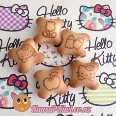This week's kawaii supermarket find - Hello Kitty Binky Bites biscuits! Cute puffy crackers with strawberry-flavoured filling! Binky, Kiwi, Gingerbread Cookies, Hello Kitty, Cute, Gingerbread Cupcakes, Kawaii