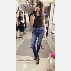 Look calça jeans barra assimétrica. Tendência! #lookdodia #jeans #barraassimetrica #saltoalto #moda