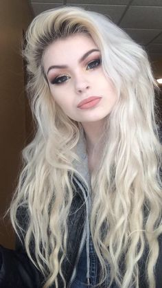 Makeup and hair Hair needs some love on those ends though. Hair Inspo, Hair Inspiration, Suicide Girls, Corte Y Color, Hair Dos, Gorgeous Hair, Pretty Hairstyles, Pretty Face, Hair Hacks