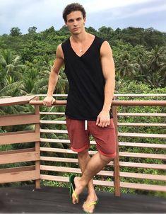 male in flip flops and barefoot photography Mode Masculine, Barefoot Men, Mens Flip Flops, Boys Wear, Male Feet, Sport Wear, Man Crush, Gorgeous Men, Flip Flop Sandals