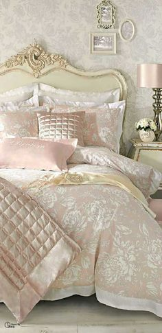 French Shabby Chic Bedding Inspiration | http://diyready.com/12-diy-shabby-chic-bedding-ideas/
