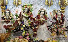 To view Radha Gopinath Wallpaper of Chowpatty in difference sizes visit - http://harekrishnawallpapers.com/sri-sri-radha-gopinath-lalita-vishakha-iskcon-chowpatty-wallpaper-073/