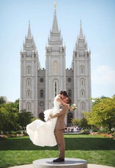 A temple is more beautiful than anything in the world. I'll never settle for anything less than a temple marriage. Wedding Wishes, Wedding Pictures, Cute Pictures, Wedding Ideas, Temple Pictures, Temple Wedding, Dream Wedding, Slc Temple, Wedding Things