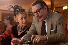 'Trumbo', um dos roteiristas mais importantes de Hollywood, que vê a sua carreira chegar ao fim quando é incluído na lista negra.