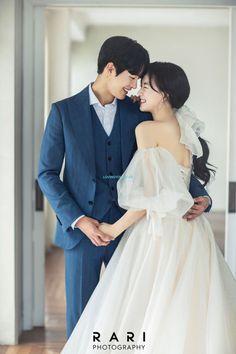 Pre Wedding Poses, Wedding Picture Poses, Pre Wedding Photoshoot, Wedding Shoot, Wedding Couples, Wedding Couple Pictures, Korean Wedding Photography, Wedding Couple Poses Photography, Korean Couple Photoshoot