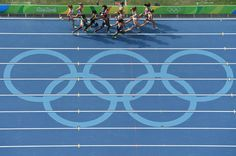 Athletes compete in the Women's 5000m Round 1 during the athletics event at the Rio 2016 Olympic Games at the Olympic Stadium in Rio de Janeiro on August 16, 2016.   / AFP / Antonin THUILLIER