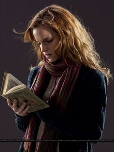 Emma Watson, as Hermione, carries and reads from The Tales of Beedle the Bard. Studio photo from Harry Potter and the Deathly Hallows: Part I As we approach the end of a decade of Harry Potter, it's clear how wisely (and luckily) the studio. Harry Potter 7, Fantasia Harry Potter, Images Harry Potter, Harry Potter Outfits, Harry Harry, Harry James, James Potter, Hermione Granger, Severus Hermione