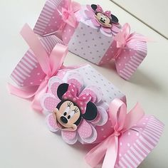 Risultati immagini per Caixa de Bala Mickey Mouse template Mickey Mouse Template, Minnie Mouse Theme, Minnie Birthday, Baby Birthday, Diy Gift Box, Mouse Parties, Baby Shower Decorations, Gifts, Ideas