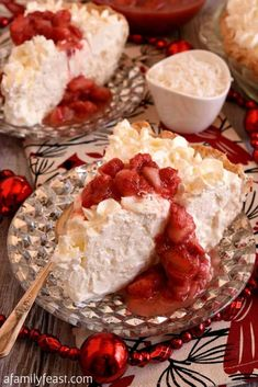 White Christmas Pie – A Family Feast® White Christmas Pie – A creamy coconut pie flavored with vanilla and almond, topped with whipped cream and strawberries! Easy and delicious! Christmas Jam, White Christmas, Christmas Baking, Xmas Food, Victorian Christmas, Vintage Christmas, Christmas Ornaments, Best Christmas Recipes, Pastries