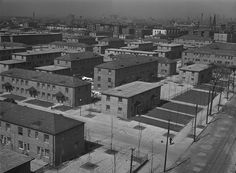 Chicago's Ida B. Wells Housing Project provided segregated urban housing for African Americans. It was the largest urban planned community built under Franklin D. Roosevelt's Public Works Administration in Ida B Wells, Hull House, Chicago Photos, My Kind Of Town, Concrete Jungle, Chicago Illinois, Home Projects, Paris Skyline, Places To Visit