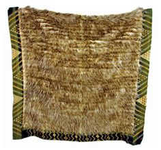 Kiwi feather cloak with a deep taniko border, kiwi feathers and… - New Zealand Maori - Tribal - Carter's Price Guide to Antiques and Collectables Maori Designs, Maori Art, Feather Pattern, Indigenous Art, Kite, Old And New, Cloaks, Weaving, Capes