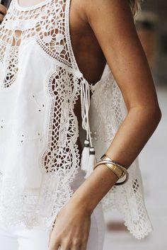 free people white lace tank top with tassels Boho Outfits, Fashion Outfits, Womens Fashion, Look Fashion, Fashion Details, Fashion Design, White Lace Tank Top, Estilo Hippie, Mode Top