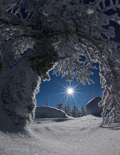 magicalnaturetour:Ruslan Akhmetsafin ~ Stargate  Just beautiful…  ~Charlotte (PixieWinksFairyWhispers)