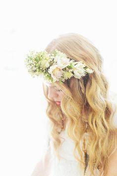 Soft waves + a flower crown bohemian bride, her hair, wavy hair, blonde wav Pretty Hairstyles, Braided Hairstyles, Wedding Hairstyles, Style Hairstyle, Bohemian Bride, Floral Crown, Hair Dos, Flowers In Hair, Her Hair