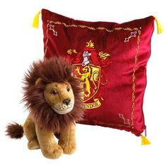 Measuring approximately square, this embroidered Gryffindor house crest cushion contains a plush of the Gryffindor lion mascot as featured in the Harry Potter films. Harry Potter Wiki, Harry Potter Merchandise, Harry Potter Houses, Harry Potter Wizard, Harry Potter Characters, Harry Potter Hogwarts, Peluche Harry Potter, Harry Potter Mandrake, Ravenclaw