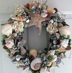 By the shore shell wreath Coastal Wreath, Nautical Wreath, Seashell Wreath, Seashell Art, Seashell Crafts, Beach Crafts, Diy And Crafts, Arts And Crafts, Seashell Projects