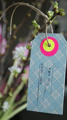 DIY: gift tag made out of (the backside of) an old playcard! [ From: http://kersjes.blogspot.nl ]