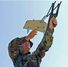 ), Wasp III has a wing span of ft cm). Wasp III Micro unmanned aircraft sytems from Aerovironment is a small, electrically powered unmmanned aerial vehicle Ouvrages D'art, Professional Drone, Flying Drones, Drone Quadcopter, Model Airplanes, Aerial Photography, Military Aircraft, Sport, Pilot