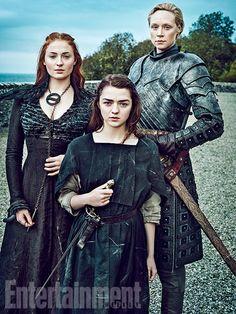 Game of Thrones: Sophie Turner (Sansa Stark), Maisie Williams (Arya Stark), Gwendoline Christie (Brienne of Tarth) for Entertainment Weekly Game Of Thrones Saison, Arte Game Of Thrones, Game Of Thrones Fans, Game Of Thrones Brienne, Entertainment Weekly, Game Of Thrones Actores, Will Turner, Brienne Von Tarth, Lady Brienne