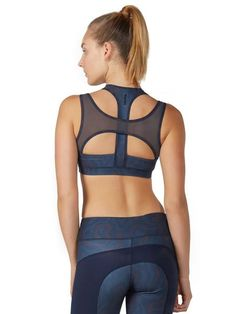 The Naomi bra is the go-to bra for fashion-forward, performance-driven fitness enthusiasts. Italian-made fabric; made in Canada. You'll be stunning onlookers. Cute Workout Outfits, Womens Workout Outfits, Workout Wear, Sport Outfits, Cute Outfits, Workout Accessories, Fitness Accessories, Sports Women, Sports Tops