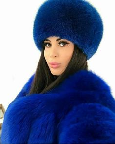 Blue fur hat and coat Fur Fashion, Winter Fashion, Womens Fashion, Fashion Models, Fur Jacket, Fur Coat, Winter Wear, Winter Hats, Winter Typ