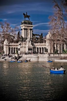 Boating in the Parque de Retiro, a must for warm afternoons in Madrid