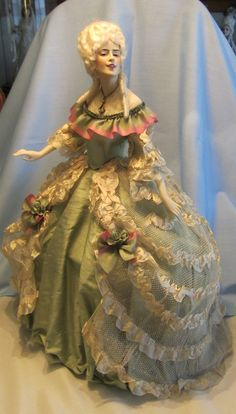 Amy - Baitz doll -dress made with antique fabrics. Pretty Dolls, Beautiful Dolls, Antique Dolls, Vintage Dolls, Vintage Stuff, Half Dolls, Miniature Dolls, Doll Patterns, Clothing Patterns