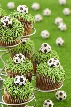 soccer cupcakes these would be great for a end of season party