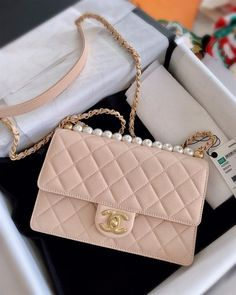 Purses 113293746865540799 - Chanel clutch with chain, goatskin, imitation pearls and gold-tone metal, miniflap Source by evansaleena Luxury Purses, Luxury Bags, Luxury Handbags, Designer Handbags, Dior Handbags, Louis Vuitton Handbags, Brown Handbags, Burberry Handbags, My Bags