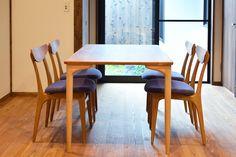 【京都市 株式会社 八清(ハチセ)様】 京町家をはじめとした中古住宅の再生販売を手がけられている「株式会社 八清(ハチセ)」様のオープンハウスへ、家具を納品させていただきました。  #無垢テーブル #無垢家具 #無垢ダイニングチェア #京都 #日本製  #table #furniture #japan #kyoto #北欧インテリア #おしゃれなインテリア #おしゃれな椅子 #おしゃれな家具 #つくりのいいもの #ダイニングセット #無垢のダイニングセット #ダイニングテーブル #職人 #八清 #オープンハウス家具 Dining Chairs, Dining Table, Furniture, Home Decor, Dining Chair, Dinning Table, Interior Design, Dining Rooms, Home Interior Design