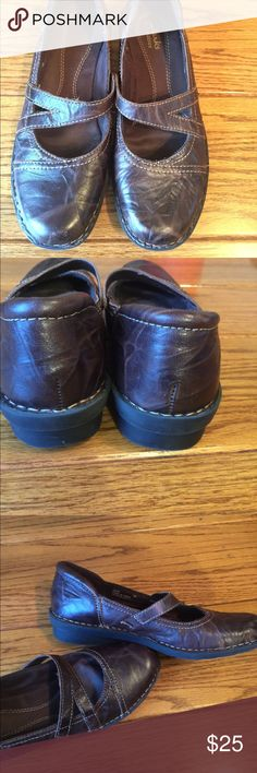 Clark's Mary Jane shoe Like new! In great condition 7M Clarks Shoes Flats & Loafers