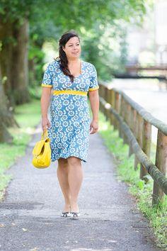Sommerkleid, Empire-Schnitt aus einem Lillestoff - ideal für die kurvige Frau. Short Sleeve Dresses, Dresses With Sleeves, Empire, Design, Vintage, Style, Fashion, Curvy Women, Curve Dresses