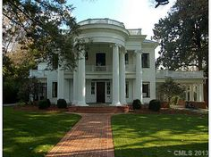 Such a pretty southern home over $2 million 7 bedrooms 6 1/2 bathrooms nice but idk #me