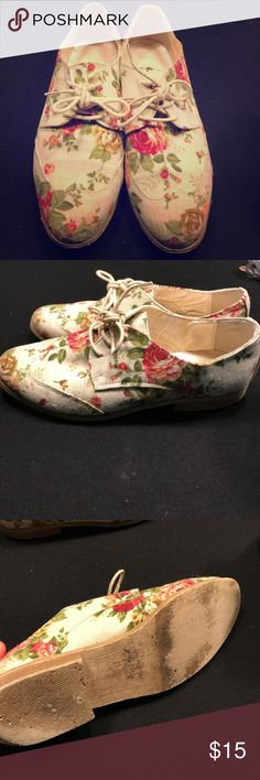Forever 21 oxford shoes 🌷 Super Cute! Oxford lace ups floral gently used Forever 21 Shoes